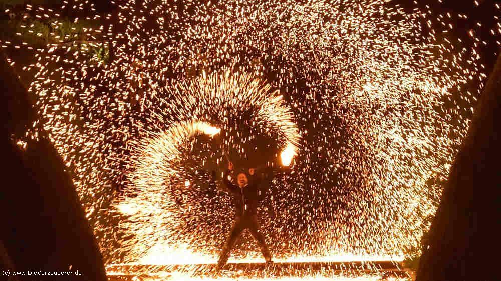 Feuershow als Highlight für Firmenjubiläum auf Schloss Wackerbarth