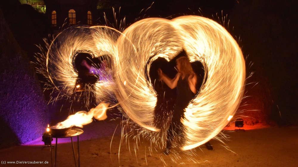 Romantische Feuertanzshow aus Dresden auf Schloss Wackerbarth