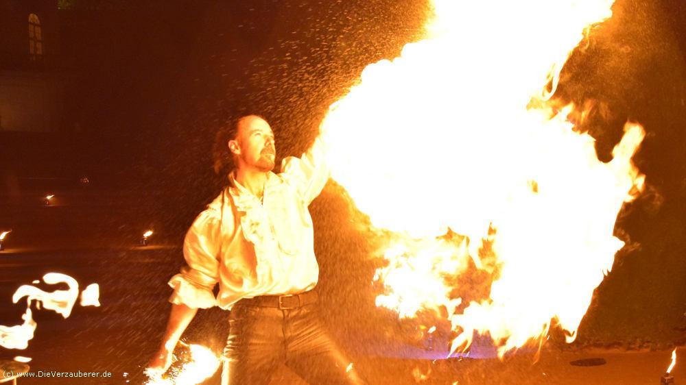 Spektakuläre Feuershow als Überraschung für Betriebsfest auf Schloss Wackerbarth